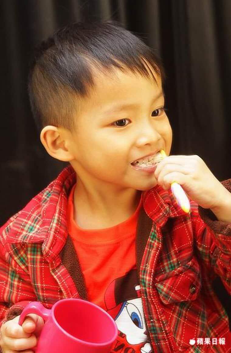 乳牙蛀壞速度比大人恆齒快-勿等牙痛才就醫-柏登牙醫-兒童蛀牙衛教3