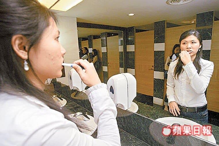 刷牙用力太猛壞五顆牙-柏登牙醫-貝氏刷牙2